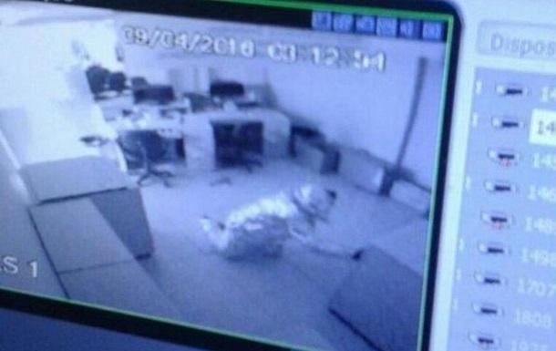 Злодії у фользі обійшли датчики, але забули про камери