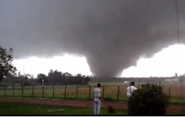 Торнадо в Уругваї забрав життя двох людей