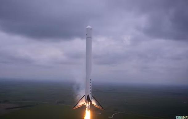 Перемоги і невдачі SpaceX показали в одному відео