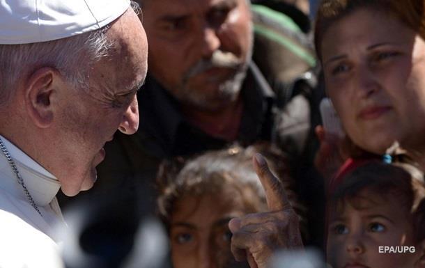 Папа Римский забрал в Ватикан 12 сирийцев