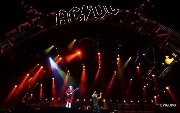 Аксель Роуз стал вокалистом AC/DC