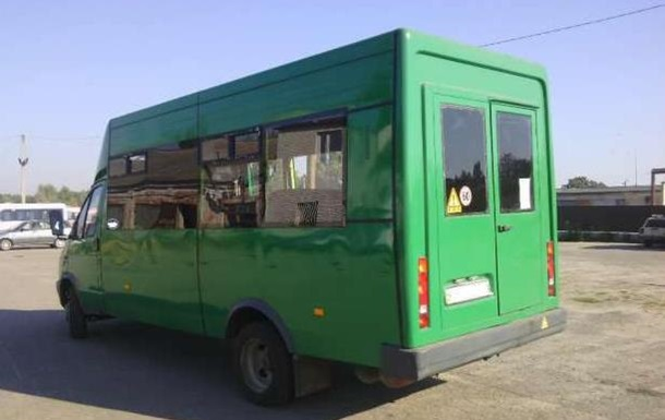 В Бердянске подорвали микроавтобус