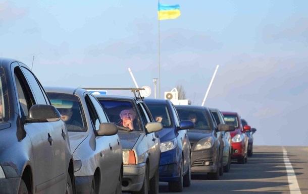 На КПП в Донбассе скопились более тысячи авто