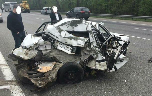 Під Києвом автобус врізався в Toyota, є жертви