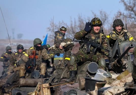 В рамках «перемирия»: ВСУ снова обстреливают Донецк, горят дома и школы