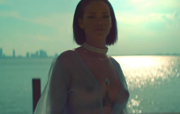 Ріанна продемонструвала груди в новому кліпі