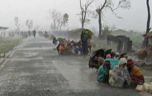Ураган в Бирме унес жизни восьми человек