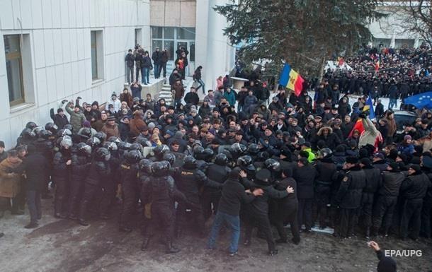 14 полицейских пострадали в ходе столкновений в Кишиневе