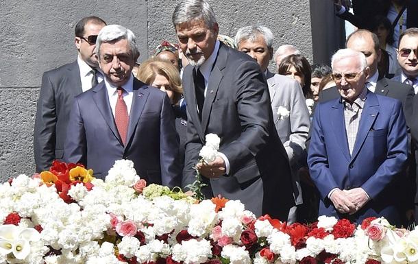 Азнавур і Клуні в Єревані вшанували пам ять жертв геноциду