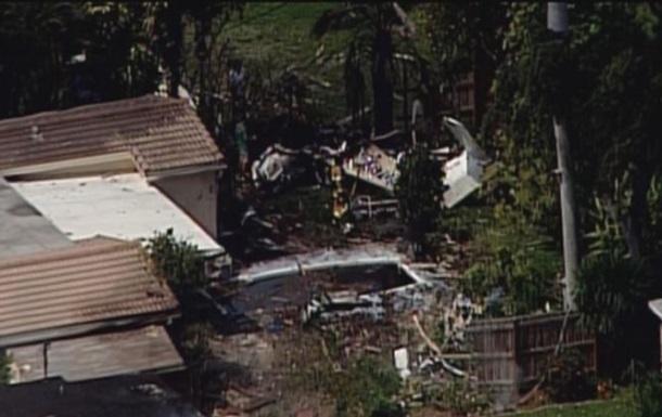 У США легкомоторний літак врізався в будинок