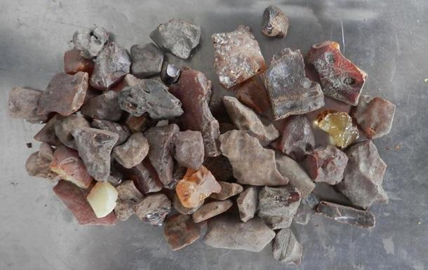 Бурштин з Чорнобиля. Як у зоні видобувають сонячний камінь