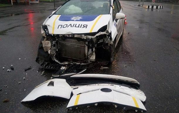 У Харкові при виїзді на виклик поліцейські розбили авто