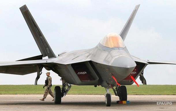 США відправили до Литви новітні винищувачі F-22