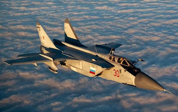 Российский истребитель перехватил самолет США - СМИ