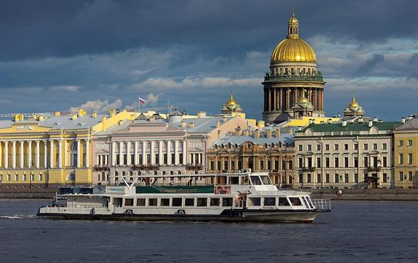 У Пітері - пити : влада Петербурга похвалила  Ленінград  за матірний кліп