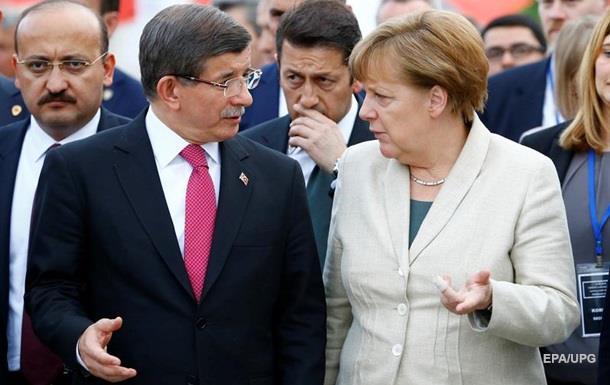 FT: відставка Давутоглу загрожує угоді з ЄС щодо мігрантів