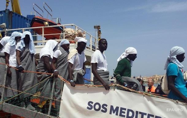 У берегов Италии спасли 1800 мигрантов