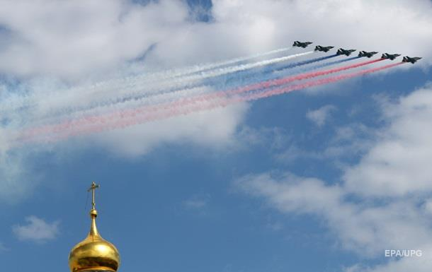 Авіація завершила репетицію параду в Москві