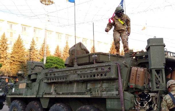 Военная техника покинула Кишинев на фоне протестов