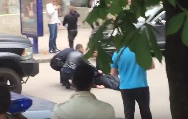 Появилось видео нападения на копа в Харькове