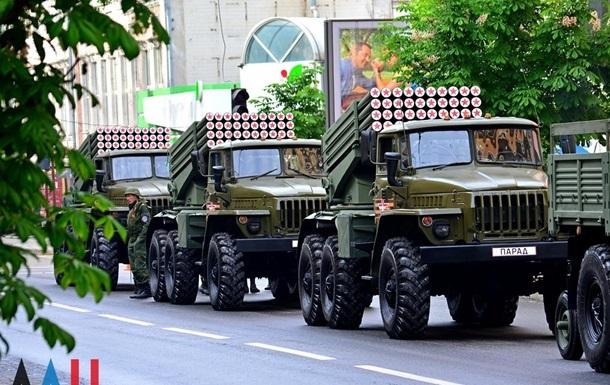 ОБСЄ про паради сепаратистів: багато озброєння