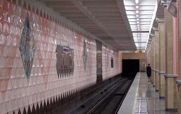 В Харькове женщина с детьми прыгнула под поезд метро