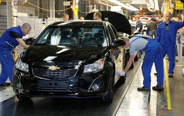 В Украине еще на треть обвалился выпуск авто