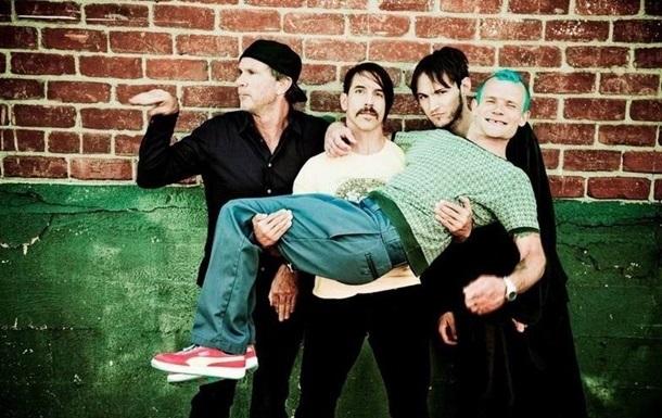Вокалист Red Hot Chili Peppers госпитализирован