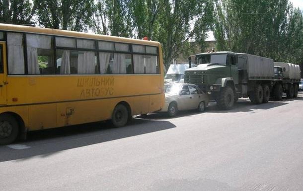 У Миколаєві армійська вантажівка влаштувала потрійну ДТП