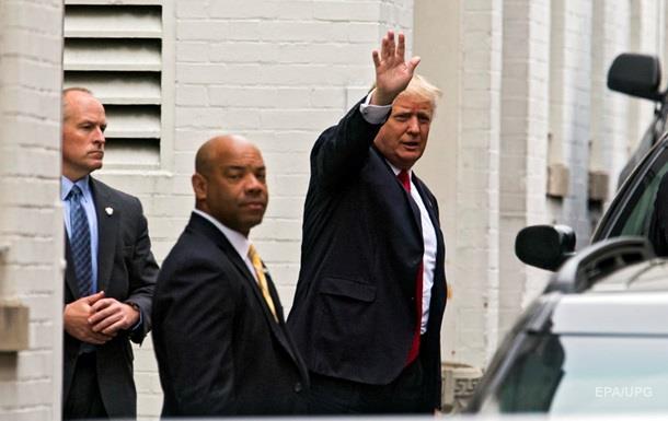 Трамп дивується, звідки у біженців гроші на стільниковий зв язок