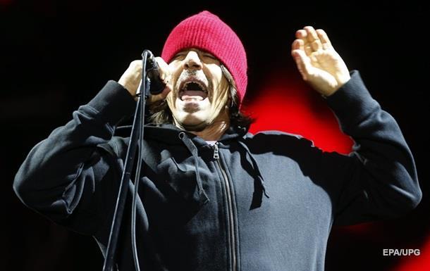 Названа причина госпіталізації соліста Red Hot Chili Peppers