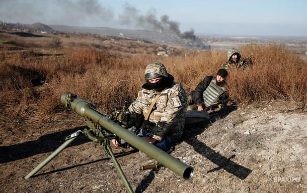 Украинских военных обстреляли у Авдеевки