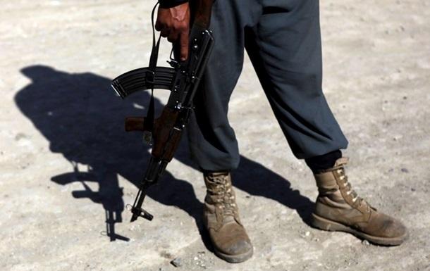 Афганский полицейский застрелил восемь коллег