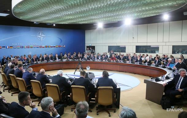 ФРГ и Франция призывают провести Совет НАТО-Россия