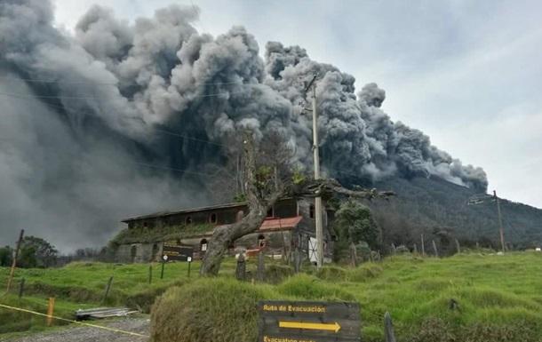Авиакомпании отменяют рейсы в Коста-Рику из-за извержения вулкана