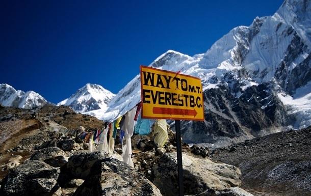 Під час спуску з Евересту загинули двоє альпіністів