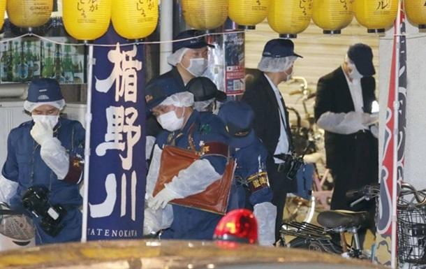 Фанат нанес японской поп-звезде более 20 ножевых ранений