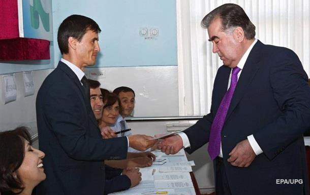 В Таджикистане проходит референдум о полномочиях Рахмона