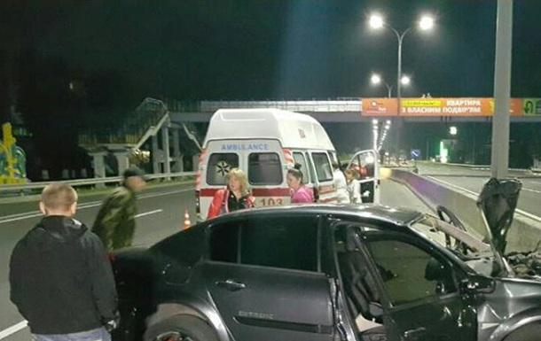 Під Києвом Renault влетів у відбійник, двоє загиблих