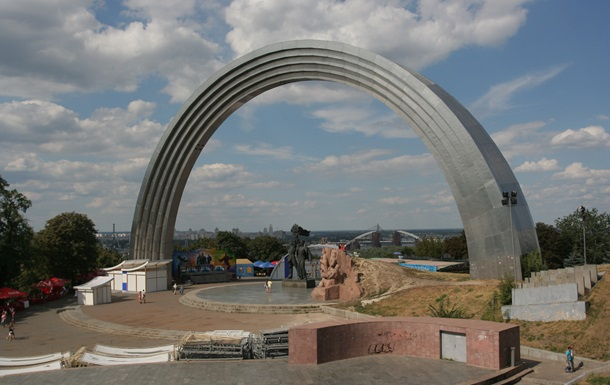 Арку дружби народів в Києві не зноситимуть