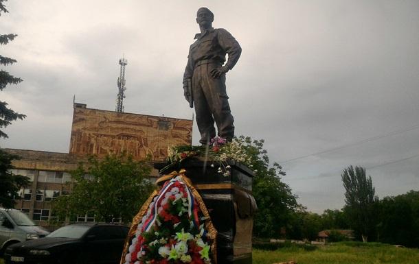 В ЛНР установили памятник комбригу  Призрака  Мозговому