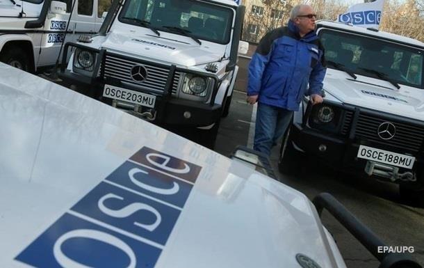 В Донецке и Луганске против полицейских ОБСЕ