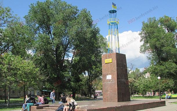 В Бердянске на месте Ленина установили маяк