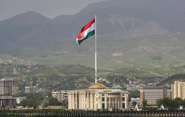 Таджикские власти отменили последний звонок в школах