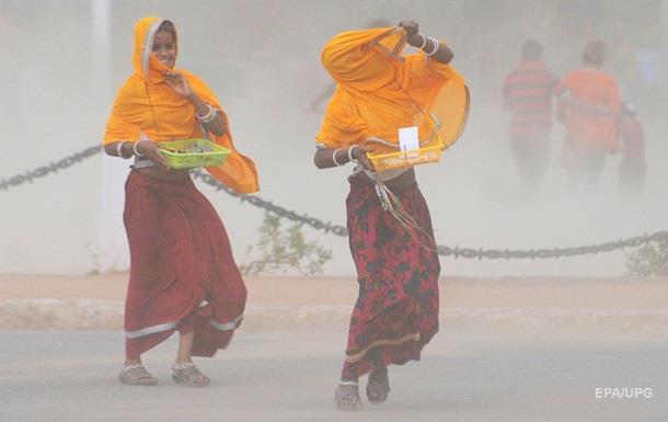 В Индии жертвами песчаной бури стали девять человек