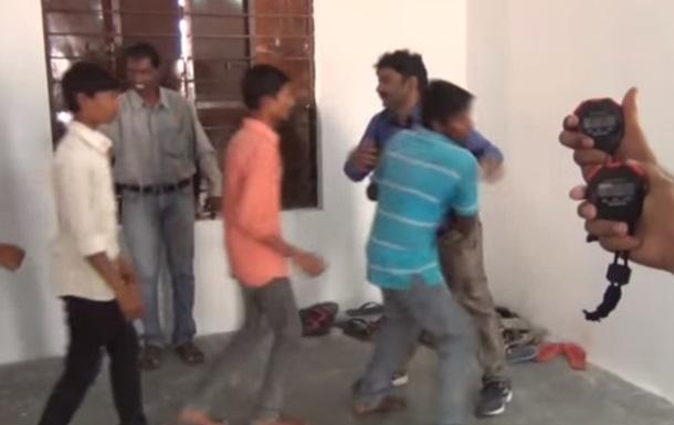 Житель Индии установил рекорд по количеству объятий