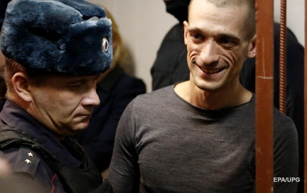 Отрезавший ухо художник получил премию Вацлава Гавела
