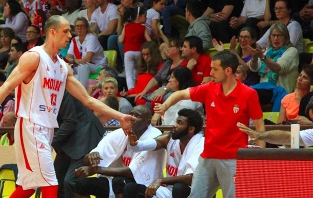 Гладир допомагає Монако зрівняти рахунок в серії