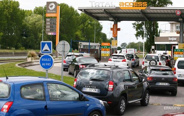 Франция распечатала стратегические резервы топлива