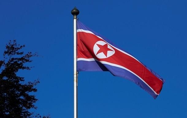 Южная Корея открыла предупредительный огонь по судну КДНР
